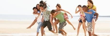 Groepsuitjes op het strand van Noord-Holland