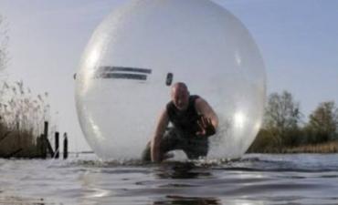 Lopen op het water in Giethoorn