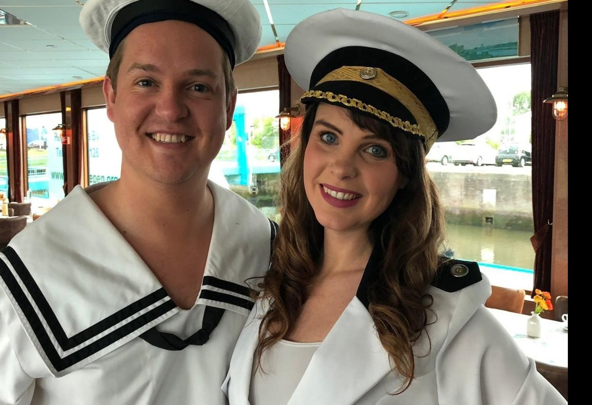 Partycruise around the world- Havencruise met zang en dans door Rotterdam