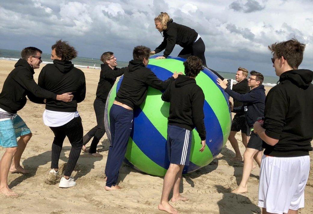 Dagprogramma Teambuilding in Scheveningen - Strand Spektakel en Drie gangen diner