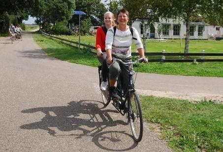 Dagje uit naar Texel - fietsen op tandems, Wie is de Mol spelen en barbecuen