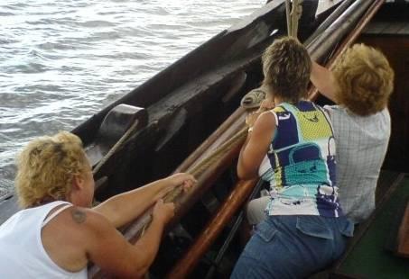 Met het hele team meewerken aan boord