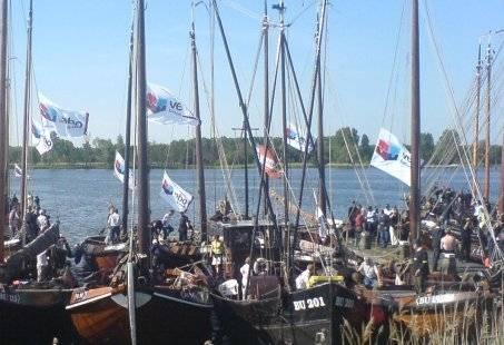 Avond zeiltocht over de Zuiderzee – Personeelsfeest op het water