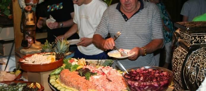 Familie reunie gezellig familie uitje met de hele familie in gelderland - Idee gezellige maaltijd ...