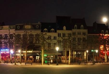 Maastricht, het pareltje van Limburg! Stadswandeling en verrassend Dineren
