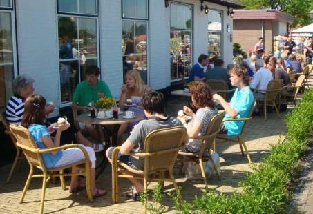 Genieten op ons terras in Giethoorn