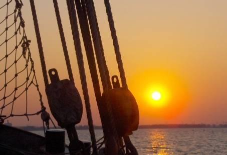 Rondje Pampus avondje zeilen bij zonsondergang
