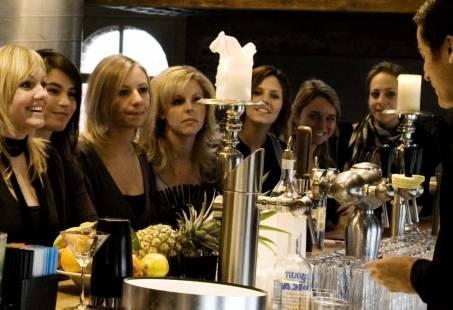 Culinair vriendinnenuitje in Breda - Cocktails maken, high tea en tapas eten