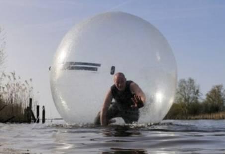 Lopen op het water? Hilarisch teamuitje in Giethoorn