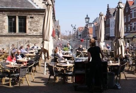 Borrelen in het centrum van Delft