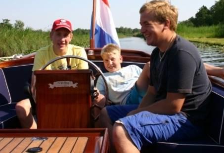 Expeditie Giethoorn - Familieuitje met varen, wandelen en eten