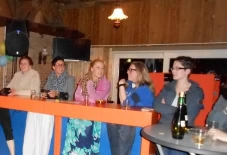 Leuke spelshow - De jongens tegen de meisjes als personeelsuitje bedrijfsuitje Gelderland