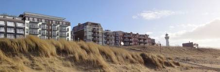 Hotelaanzicht vanaf het strand