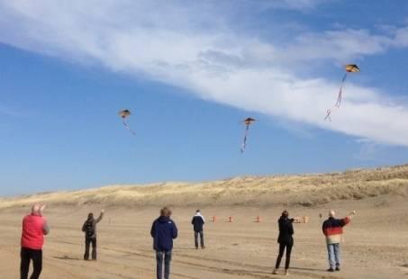 Sanjo vlieger gevecht - groepsuitje op het strand