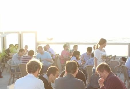 Gezellige barbecue op het strand - groepsuitje in Zandvoort