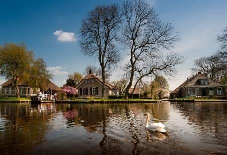Vriendinnendag in Giethoorn - Rondvaart, High tea en Fietsen