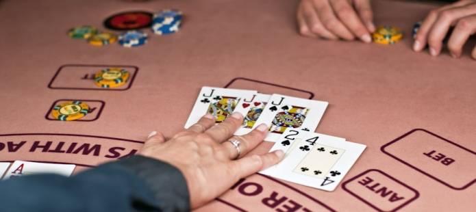 Piilolinssi kasinova