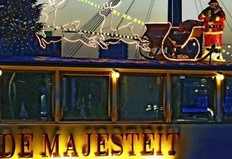 Kerst personeelsfeest aan boord van de partyboot in Rotterdam
