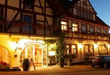 Prachtig hotel in de avond