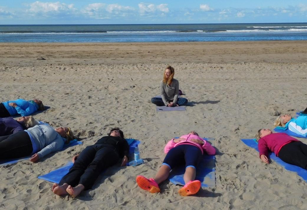 Fietstour door de duinen en Yoga op het Strand in Bloemendaal