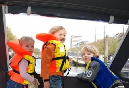 Vaar heerlijk weg op een stoere sloep in Rotterdam!