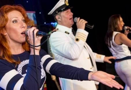 De Loveboot - Havencruise met zang, dans en cabaret door Rotterdam
