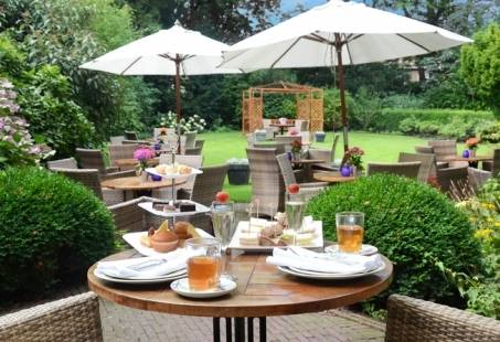 Tuin terras met High Tea