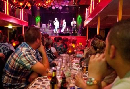 Gezellige dinnershow in het theater in Breda