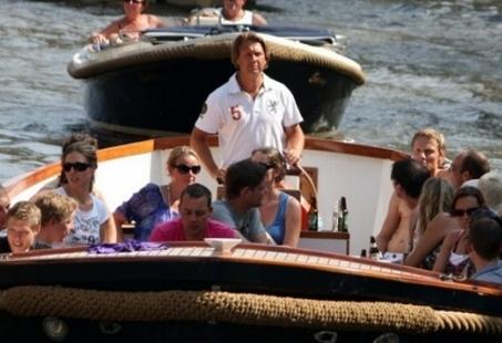 Vriendinnenuitje in Leiden - Rondvaart inclusief High Wine aan boord