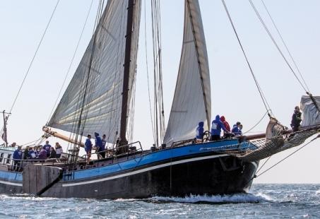 Zeilend schip op Nederlandse wateren