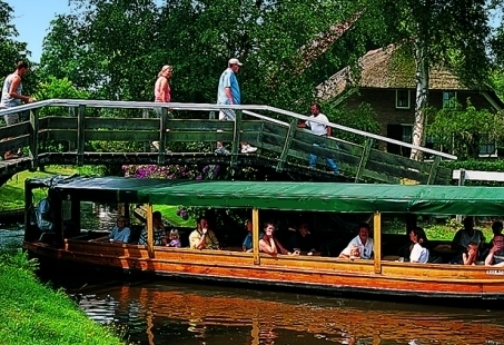 Rondvaart door De Wieden en barbecuen in Giethoorn