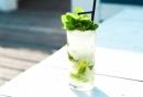 Vriendinnenuitje op het strand van Hoek van Holland - Cocktailworkshop en 3 gangen diner