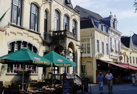 Vier oud en nieuw in Valkenburg met luxe oudejaarsdiner en Feestavond met DJ - 4-daags arrangement