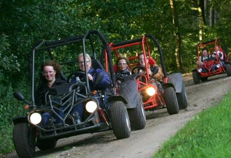 Stoer Vriendenweekend met Buggyrijden en Bowlen op de Veluwe