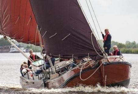 Dagje Skutsjesilen in Friesland - Gezellig groepsuitje in Nationaal Park De Alde Feanen