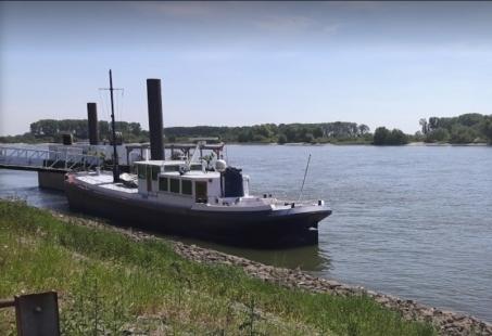 Gezellige met Vrienden of Familie Genieten van een Rondvaart op de Rijn
