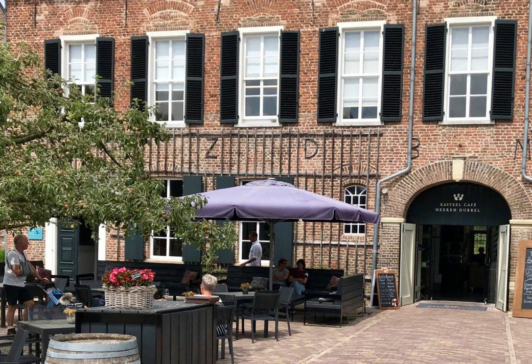ALL-IN bedrijfsuitje in de Kasteelstad - Rondleiding, Lunch, Wijnproeverij en borrel in het Koetshuis