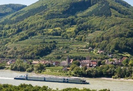 16-daagse veelzijdige Donaucruise die indrukwekkende culturele steden en natuur combineert