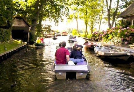 Kleine groepjes arrangement in Giethoorn - Dagje uit met varen en eten - vanaf 4 personen