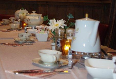 High Tea in de historische kasteelstad s-Heerenberg