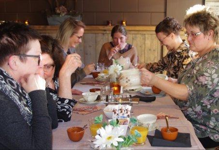 Theeleuten met een High Tea in hartje 's-Heerenberg