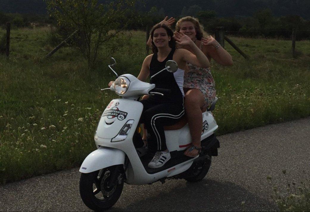 Montferlands vriendinnenuitje met High tea en scooter rijden