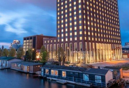 8-uurs vergaderarrangement in Amsterdam - Net buiten het centrum naast het metrostation