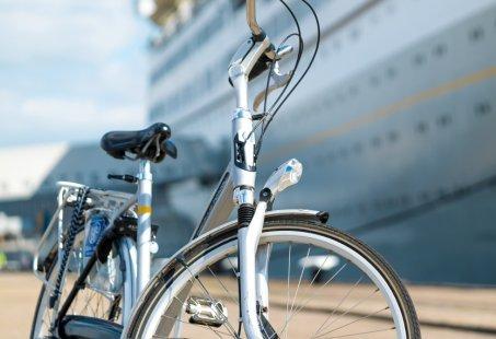 Fiets door Rotterdam en slaap een nachtje op een prachtig Cruise schip in Rotterdam