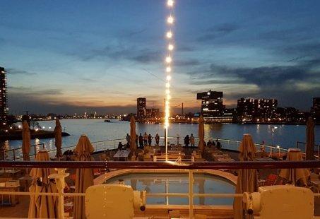 Vier de Kerst met een nachtje weg op een uniek Cruiseschip in Rotterdam