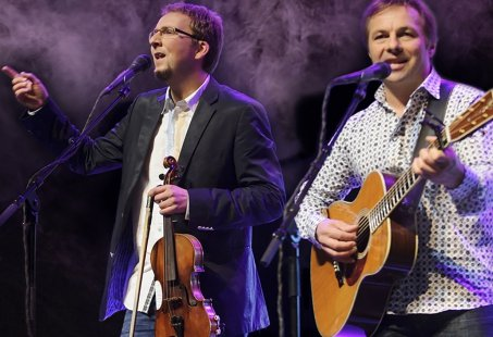 Geniet van de hits van Simon and Garfunkel met overnachting in Egmond aan Zee