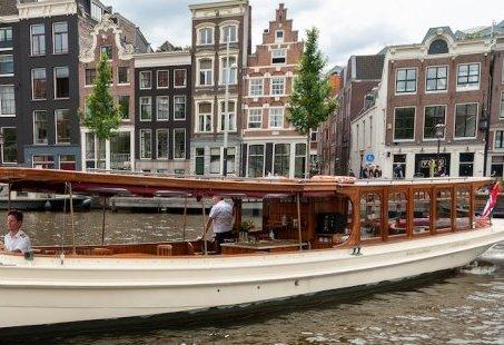 High Tea Rondvaart door Amsterdam op een luxe Salonboot