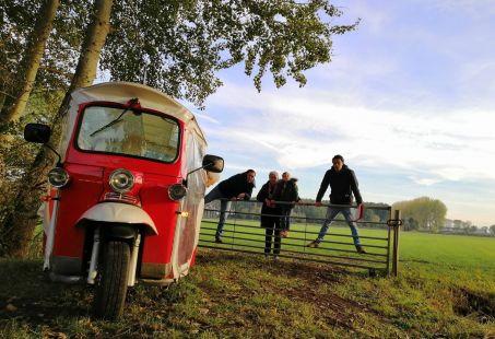 GPS Tuktuk Challenge - Lach je stuk in een TukTuk!