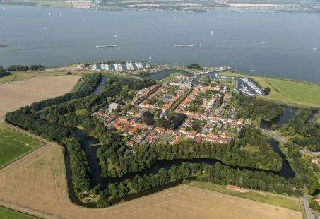 Vaartocht naar vestingstad Willemstad of Heusden - Dagarrangement door de Biesbosch